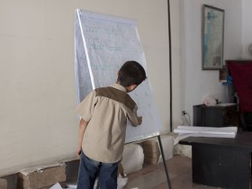 Niños sirios dibujan tanques_web