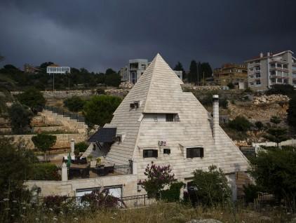 Meziara: la ciudad de los aviones y las pirámides